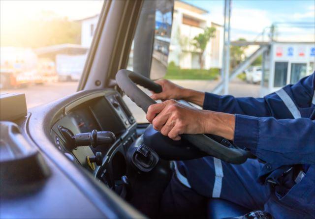 人々の暮らしを支えるドライバーの仕事に挑戦してみませんか