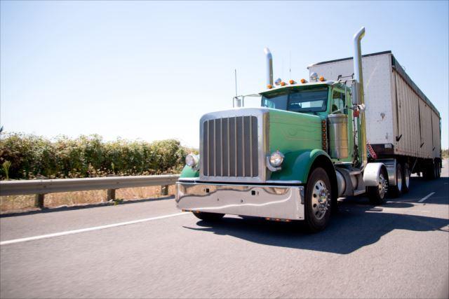 運転免許だけじゃダメ?トレーラーの仕事で必要なスキル求人の特徴